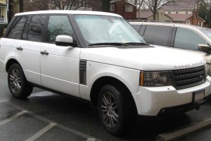 2010-2012 Range Rover / Photo by IFCAR – Own work. Licensed under Public Domain via Wikimedia Commons